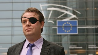 Rick Falkvinge in front of European Parliament