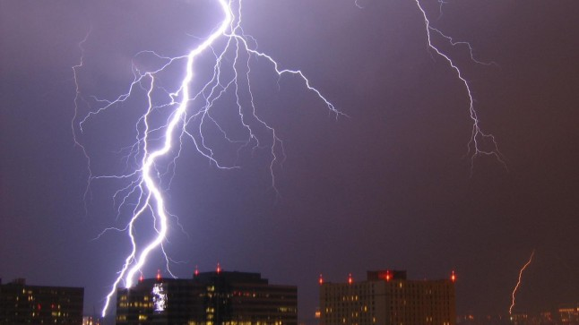 Lightning. Photo by Postdlf at Wikimedia Commons, CC-BY-SA.