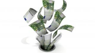 100-euro bills going down a drain