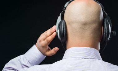 guy-listening-to-something-1280x720-istockphoto