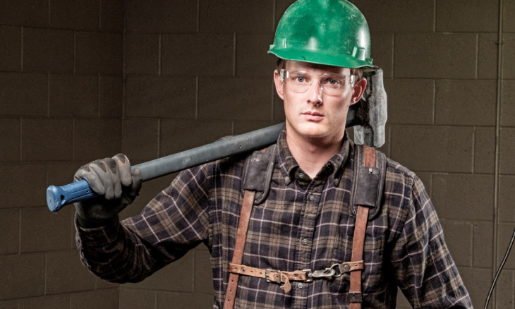 guy-with-sledgehammer-1280x720-istockphoto
